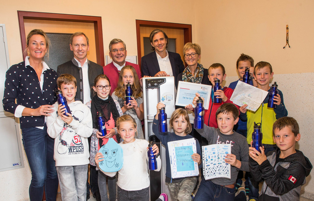 Volksschule Reitdorf freut sich über den Wasserspender