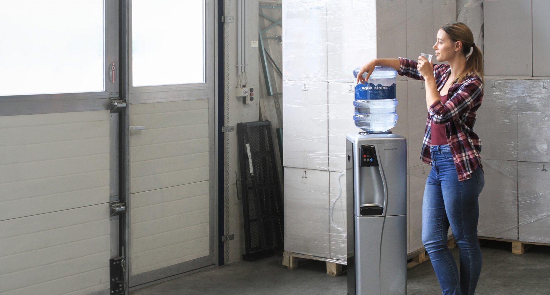 Wasserspender im Lager