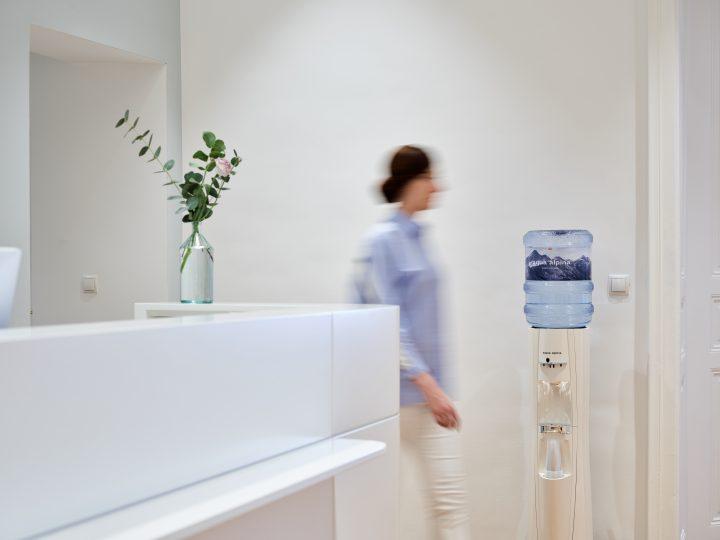 Wasserspender in Arztpraxis