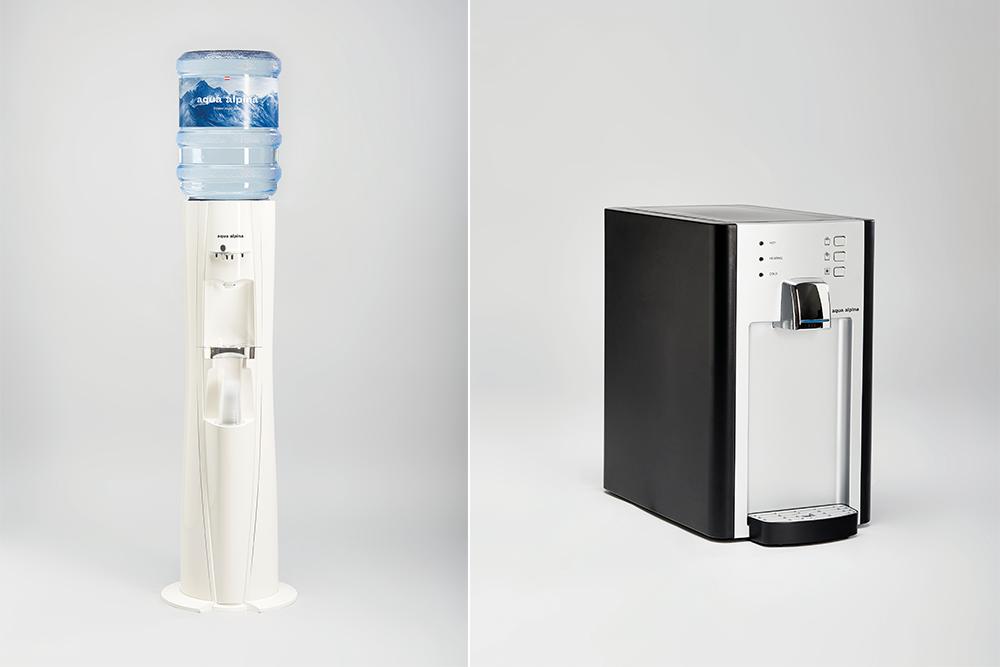 Wasserspender mit Flasche vs. Festwasserspender