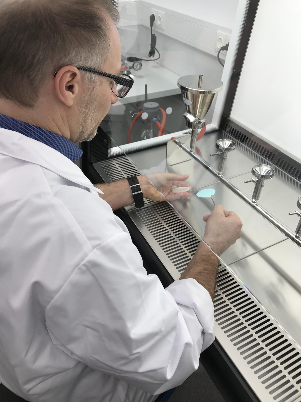 Wasser Analyselabor Aqua Alpina Bei Der Arbeit
