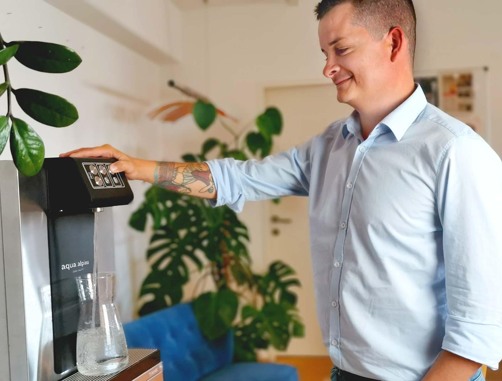 Leitungsgebundener Wasserspender Soda Premium Nimmt Sich Wasser